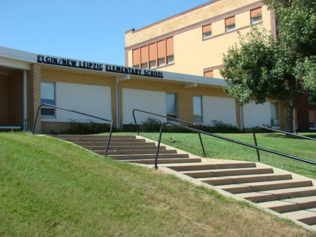 Picture of front entrance to Elementary School